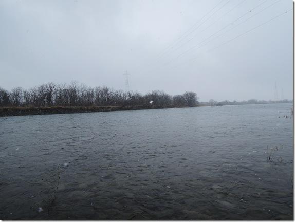 鳴鹿堰堤下流